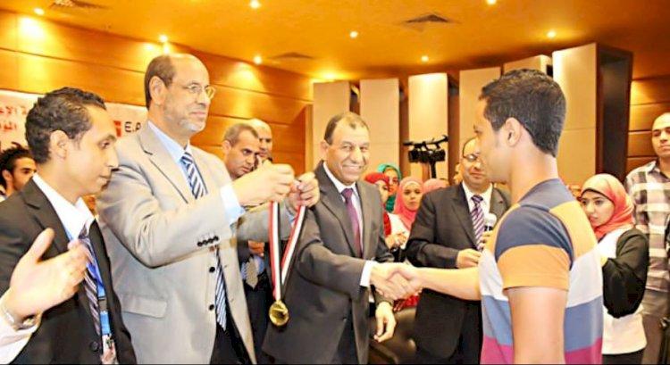 """قصة نجاح """"يوسف صلاح حسانين"""" في كتاب الاضواء"""